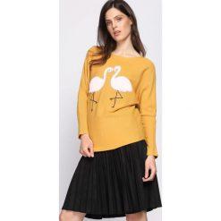 Żółty Sweter Withstand. Żółte swetry klasyczne damskie marki Mohito, l, z dzianiny. Za 49,99 zł.