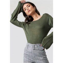 Rut&Circle Sweter z dekoltem na plecach Vanessa - Green. Zielone swetry klasyczne damskie marki Rut&Circle, z dzianiny, z okrągłym kołnierzem. Za 80,95 zł.