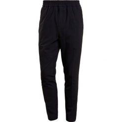 Chinosy męskie: Bruuns Bazaar EDDIE  Spodnie materiałowe black