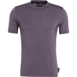 Emporio Armani Tshirt basic pietra. Szare t-shirty męskie Emporio Armani, m, z elastanu. W wyprzedaży za 367,20 zł.