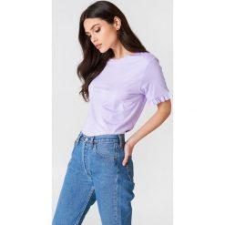 NA-KD T-shirt z falbanką - Purple. Fioletowe t-shirty damskie marki NA-KD, z bawełny, z falbankami. W wyprzedaży za 30,48 zł.