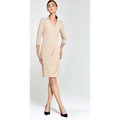 Beżowa Sukienka z Asymetrycznym Drapowaniem. Czarne sukienki asymetryczne marki bonprix, do pracy, w paski, biznesowe, moda ciążowa. Za 169,90 zł.