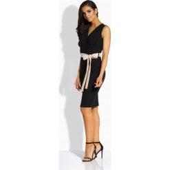 Sukienki balowe: Prosta sukienka z kontrastującym paskiem czarna