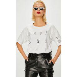 Answear - Top Manifest Your Style Badass State Of Mind. Szare topy damskie marki ANSWEAR, l, z nadrukiem, z bawełny, z okrągłym kołnierzem. W wyprzedaży za 59,90 zł.