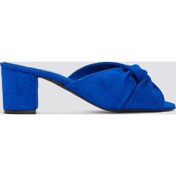 Chodaki damskie: NA-KD Shoes Klapki na wysokim obcasie z wiązaniem - Blue