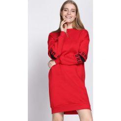 Czerwona Bluza Peace Of Mind. Czerwone bluzy damskie marki Born2be, l, z nadrukiem, z długim rękawem, długie. Za 89,99 zł.