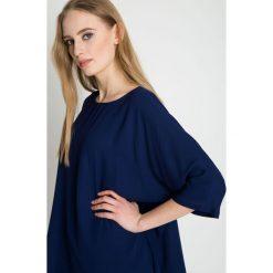 Granatowa luźna bluzka z rękawem 3/4 BIALCON. Niebieskie bluzki asymetryczne marki bonprix. Za 229,00 zł.