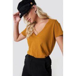 NA-KD Basic T-shirt z dekoltem V - Orange,Copper. Różowe t-shirty damskie marki NA-KD Basic, z bawełny. Za 52,95 zł.