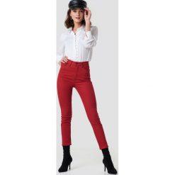 NA-KD Jeansy z wysokim stanem - Red. Czerwone spodnie z wysokim stanem NA-KD, z jeansu. Za 121,95 zł.