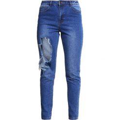 Missguided Jeansy Slim Fit blue. Niebieskie jeansy damskie relaxed fit marki Missguided, z bawełny. W wyprzedaży za 125,30 zł.