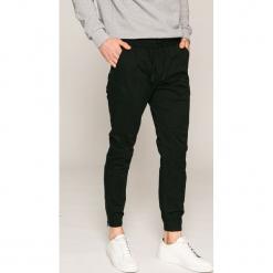 Jack & Jones - Spodnie 12132680. Czarne joggery męskie marki Jack & Jones, l, z bawełny, z klasycznym kołnierzykiem, z długim rękawem. Za 219,90 zł.
