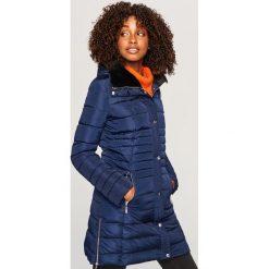 Pikowany płaszcz z kapturem - Granatowy. Niebieskie płaszcze damskie marki Reserved. Za 299,99 zł.