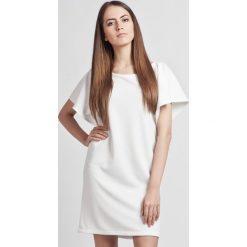 Sukienki: Biała Prosta Elegancka Sukienka z Rękawkami Typu Nietoperz