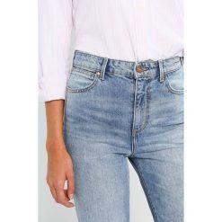 Wrangler RETRO SLIM Jeansy Slim Fit retro light. Niebieskie rurki damskie Wrangler. Za 349,00 zł.
