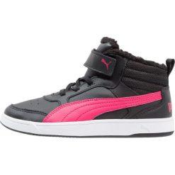 Puma REBOUND STREET V2 V PS Tenisówki i Trampki wysokie black/love portion. Czarne trampki chłopięce marki Puma. W wyprzedaży za 125,40 zł.