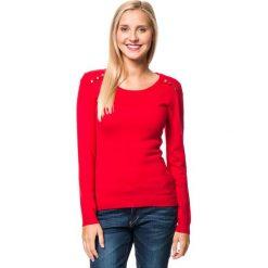 Sweter w kolorze czerwonym. Czerwone swetry klasyczne damskie marki William de Faye, z kaszmiru, z okrągłym kołnierzem. W wyprzedaży za 129,95 zł.