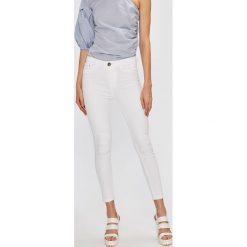Miss Poem - Jeansy Beyaz. Białe jeansy damskie marki Miss Poem, z podwyższonym stanem. W wyprzedaży za 89,90 zł.