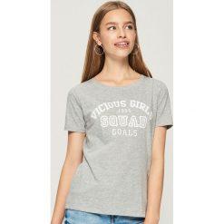 T-shirt z nadrukiem - Jasny szar. Szare t-shirty damskie marki Sinsay, l, z nadrukiem. W wyprzedaży za 9,99 zł.