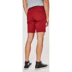 Tommy Hilfiger - Szorty. Czerwone szorty męskie marki Cropp. W wyprzedaży za 269,90 zł.