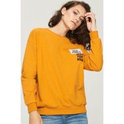 Bluzy rozpinane damskie: Bluza z naszywkami - Żółty