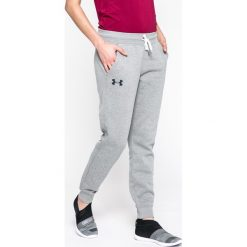 Under Armour - Spodnie. Szare spodnie sportowe damskie marki Under Armour, z bawełny. W wyprzedaży za 159,90 zł.