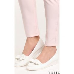 Białe Koturny Penumbra. Białe buty ślubne damskie marki Born2be, na niskim obcasie, na koturnie. Za 59,99 zł.