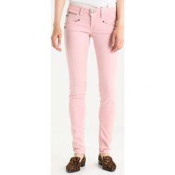 Freeman T. Porter ALEXA Jeansy Slim Fit pale mauve. Niebieskie jeansy damskie marki Freeman T. Porter. W wyprzedaży za 246,35 zł.