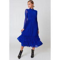 Sukienki: NA-KD Trend Siateczkowa sukienka z falbanką – Blue