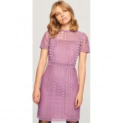 Koronkowa sukienka - Fioletowy. Fioletowe sukienki koronkowe marki Reserved. Za 119,99 zł.