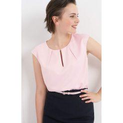 Bluzka z wycięciem na dekolcie. Żółte bluzki damskie marki Orsay, s, z bawełny, z golfem. Za 79,99 zł.