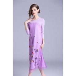 Sukienka w kolorze fioletowym. Fioletowe sukienki marki Zeraco, z okrągłym kołnierzem, midi. W wyprzedaży za 349,95 zł.
