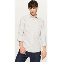Bawełniana koszula regular fit - Jasny szar. Szare koszule męskie Reserved, l, z bawełny. W wyprzedaży za 49,99 zł.
