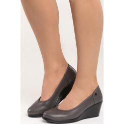 Szare Czółenka Vantage. Szare buty ślubne damskie marki Born2be, ze skóry, z okrągłym noskiem, na koturnie. Za 79,99 zł.