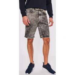 Wrangler - Szorty. Szare spodenki jeansowe męskie Wrangler, casualowe. W wyprzedaży za 179,90 zł.