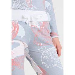 Juvia FISH PRINTED PANTS Spodnie treningowe smokey blue. Niebieskie bryczesy damskie Juvia, xs, z bawełny. Za 579,00 zł.