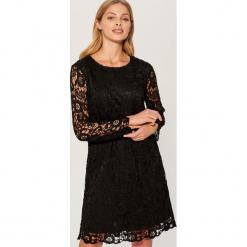 Koronkowa sukienka - Czarny. Czarne sukienki koronkowe marki Mohito. Za 129,99 zł.