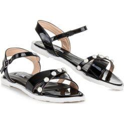 Płaskie sandałki z perełkami NINON czarne. Czarne sandały damskie marki VCS new collection, ze skóry ekologicznej, na płaskiej podeszwie. Za 59,00 zł.