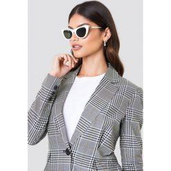 Le Specs Okulary przeciwsłoneczne Enchantress - White. Białe okulary przeciwsłoneczne damskie aviatory Le Specs. Za 242,95 zł.
