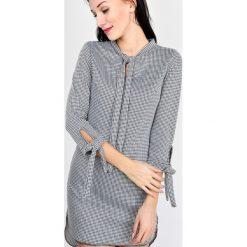 Sukienki: Sukienka ze wzorem i wiązaniem