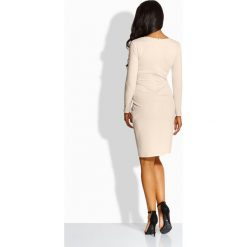 Elegancka dopasowana sukienka beżowy AMBER. Brązowe długie sukienki marki Lemoniade, eleganckie, z okrągłym kołnierzem, z długim rękawem, dopasowane. Za 119,00 zł.