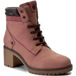 Botki WRANGLER - Sierra Nubuck WL172511 Winter Rose 525. Czerwone buty zimowe damskie Wrangler, z gumy. W wyprzedaży za 249,00 zł.