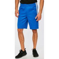 Adidas Originals - Szorty. Szare spodenki sportowe męskie adidas Originals, z bawełny, sportowe. W wyprzedaży za 179,90 zł.