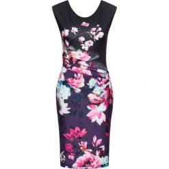 Sukienka w kwiaty bonprix lila-czarny w kwiaty. Fioletowe sukienki marki bonprix, w kwiaty, dopasowane. Za 129,99 zł.