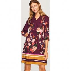 Sukienka w kwiaty - Bordowy. Czerwone sukienki marki Reserved, w kwiaty. Za 139,99 zł.