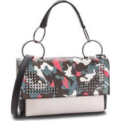 Torebka GUESS - HWVC70 98210 SML. Brązowe torebki klasyczne damskie Guess, ze skóry ekologicznej. Za 599,00 zł.
