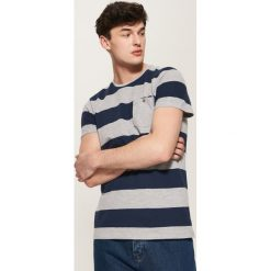 T-shirty męskie: T-shirt w paski – Szary