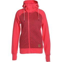 Oakley SUNDOWN HOODIE Bluza rozpinana neon coral. Czerwone bluzy damskie Oakley, m, z bawełny. W wyprzedaży za 350,10 zł.