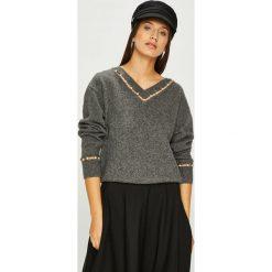 Miss Sixty - Sweter. Szare swetry klasyczne damskie marki Miss Sixty, m, z dzianiny. W wyprzedaży za 539,90 zł.