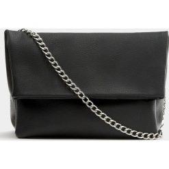 Torebki klasyczne damskie: Czarna torebka na ramię z klapą