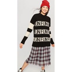 Swetry oversize damskie: Długi sweter oversize - Czarny